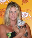 Rachel Hunter hosts Orange Carpet Meow Mix event