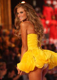 th_09484_fashiongallery_VSShow08_Show-358_122_441lo.jpg